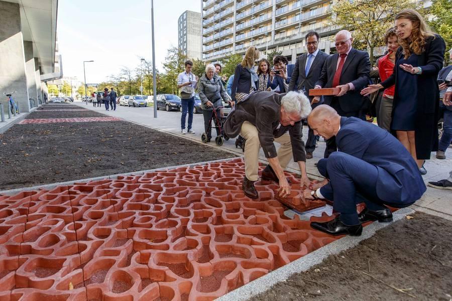 ZOHO: Nieuwe watertegel geeft droge voeten